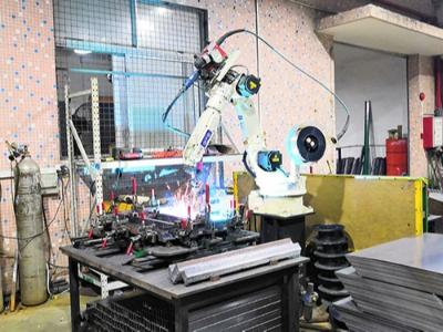 广东润普工具柜生产设备